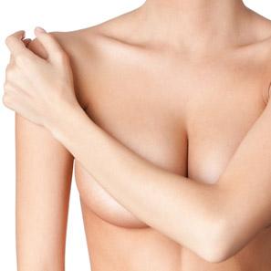 La operación de la reducción del pecho en gomele